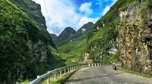 per motor over de Ha Giang motorloop