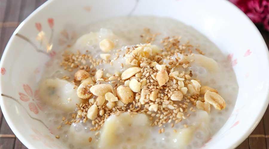 Chè Chuối: Banaan met sago-parels en zoete kokosnoot melk.