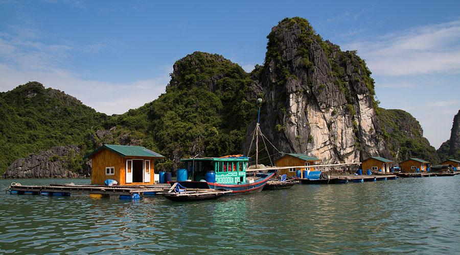 drijvend dorp in Halong Bay