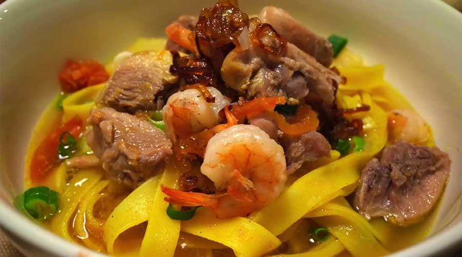 Mi quang: Noedelsoep met garnalen en vlees