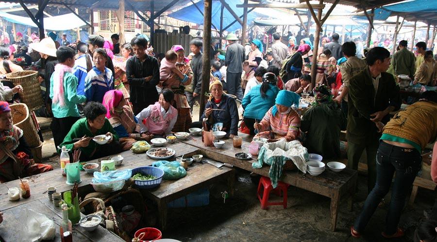 eten op Bac Ha markt
