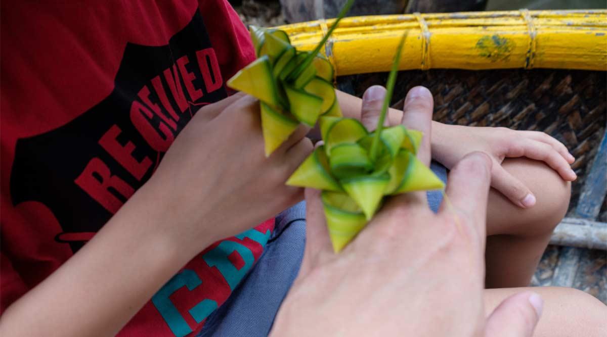sieraden van kokosbladeren