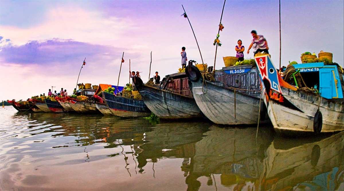 Long Xuyen drijvende markt in de Mekong Delta