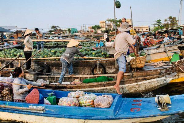 drijvende markten in de Mekong Delta
