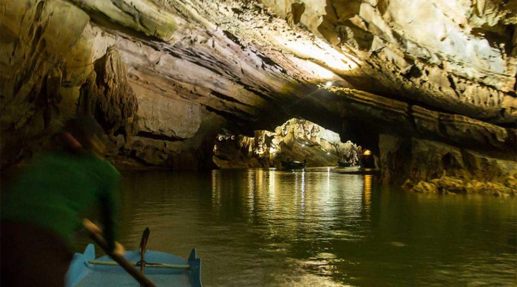 Phong Nha cave met de boot