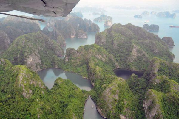 Rondvlucht in Halong Bay