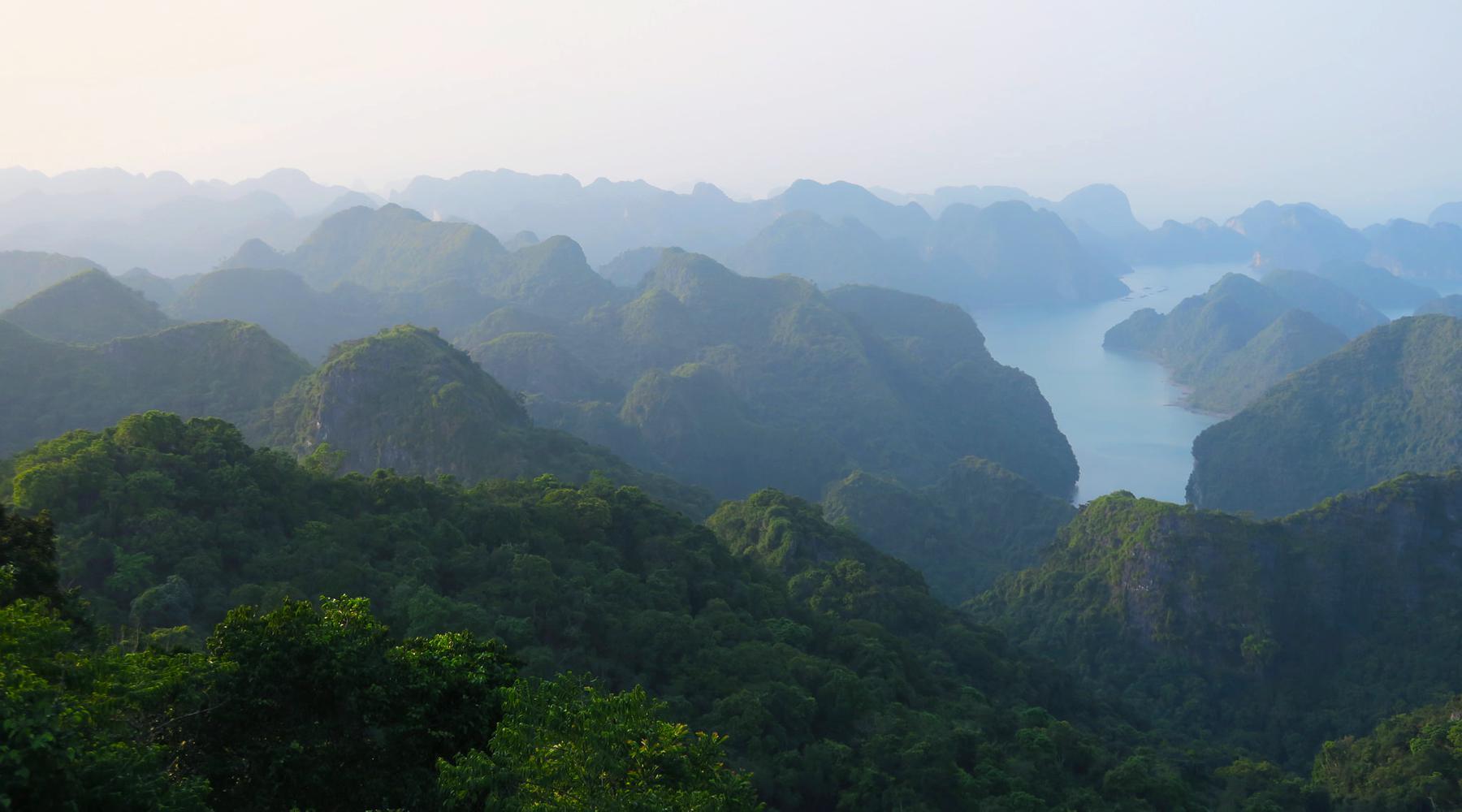 Cat Ba Island in Halong Bay: Doen, zien, accommodatie & tips