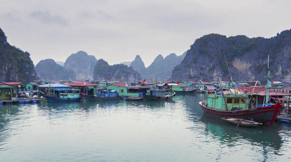 drijvend vissersdorp Lan Ha Bay