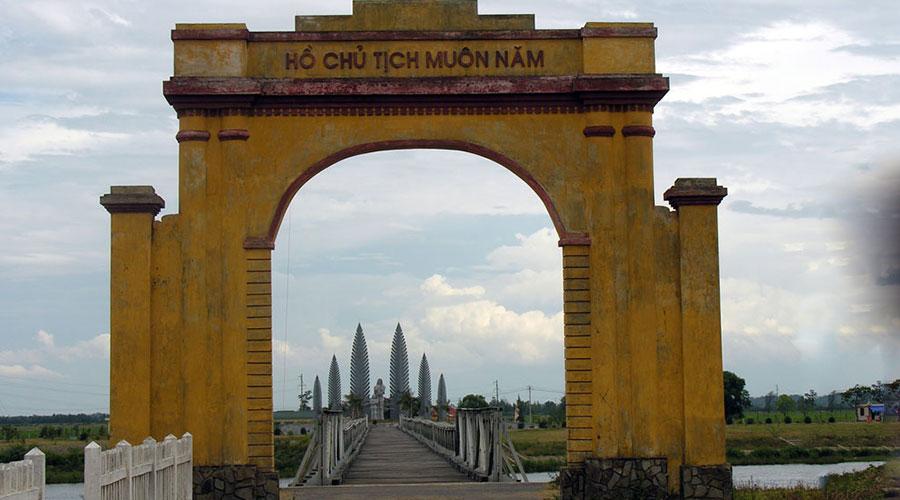 Hien Luong Bridge in Vietnam DMZ