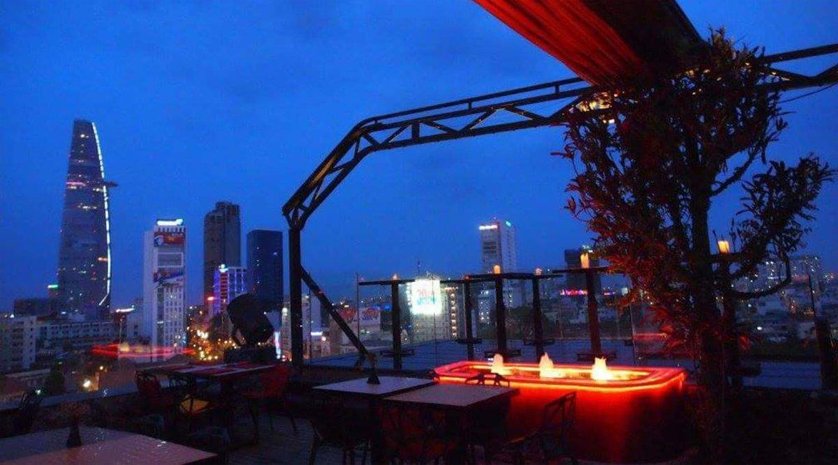 OMG! Rooftop Bar Saigon