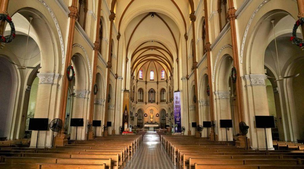 binnenkant Notre Dame Saigon