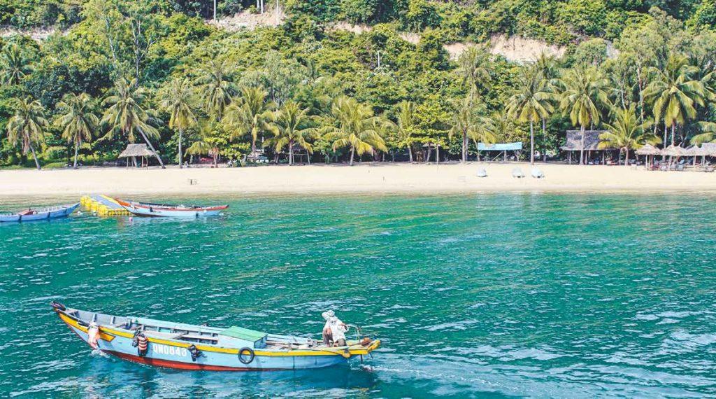 Cham Island strand
