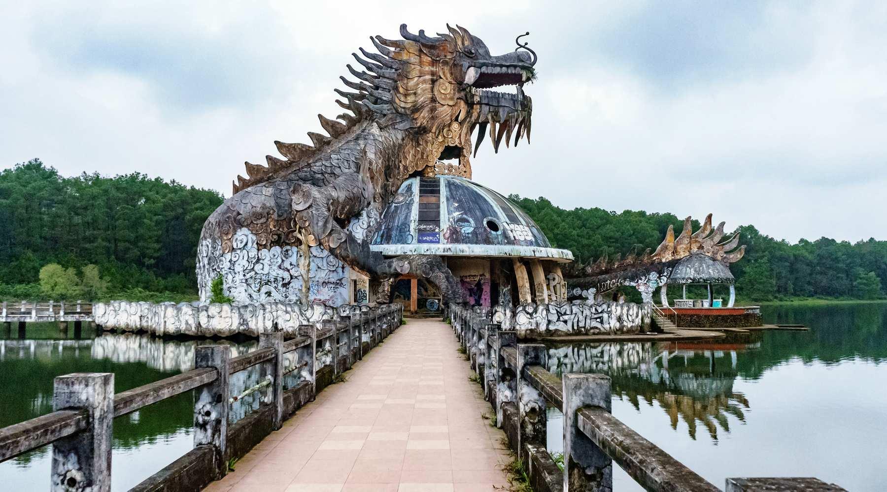 Verlaten waterpark in Hue: Ho Thuy Tien