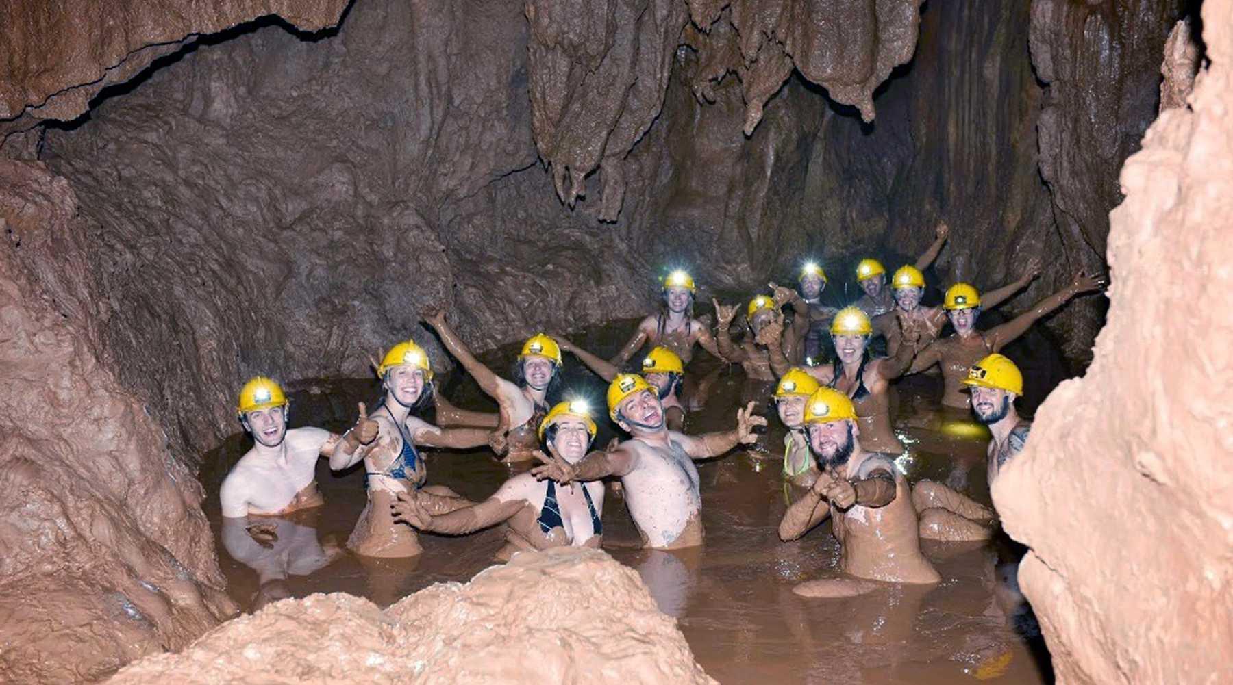 Dark Cave in Phong Nha – Modder kruipen, tokkelen en kajakken