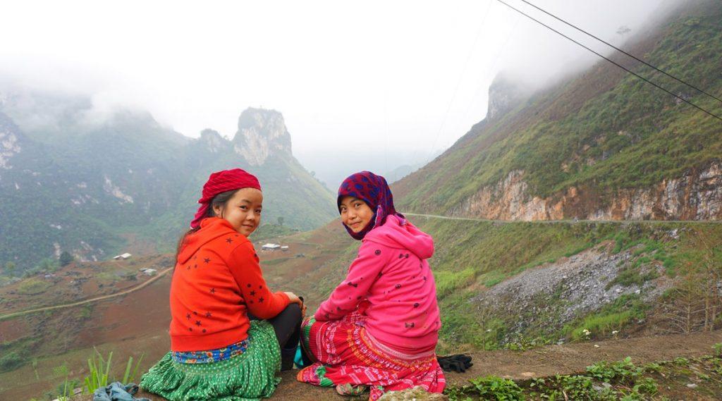 Du GIa bergpas met Hmong kinderen