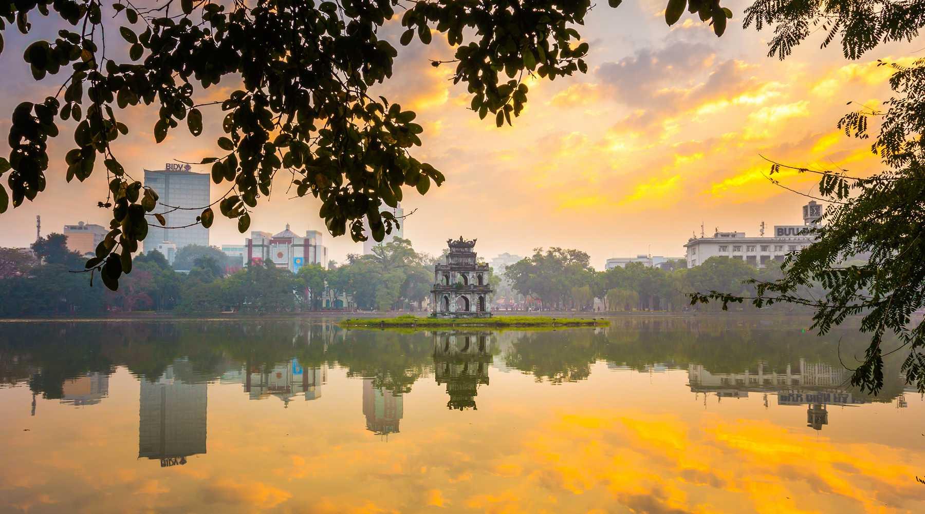 Een wandeling rond het Hoan Kiem meer in Hanoi