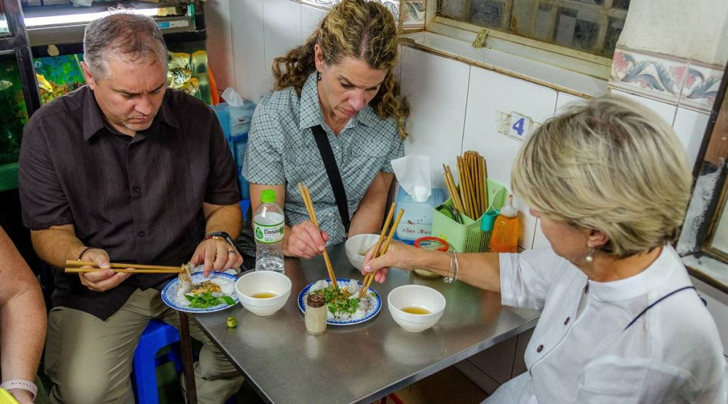 streed food tour Hanoi