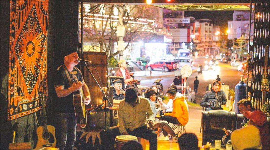 Beepub Hostel Bar