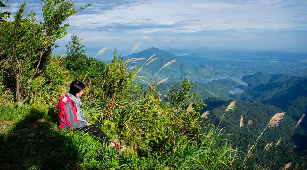 trekking naar Bach Ma Nationaal park piek
