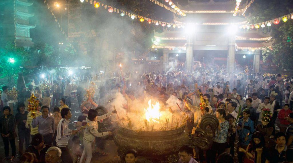 bidden in tempel tijdens Tet
