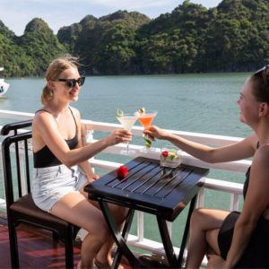 cocktail op Bai Tu Long Bay cruise