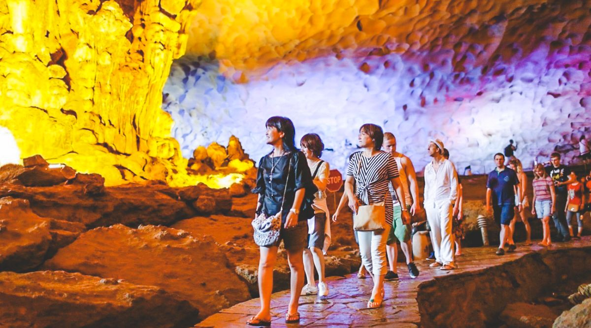 grot Halong Bay
