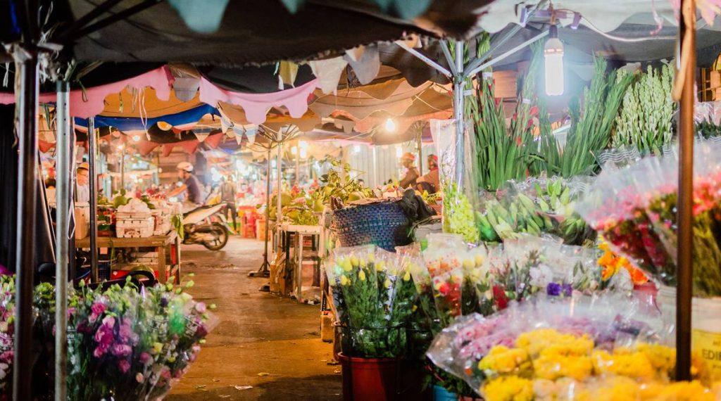 Hanoi markt tijdens Tet Nieuwjaar
