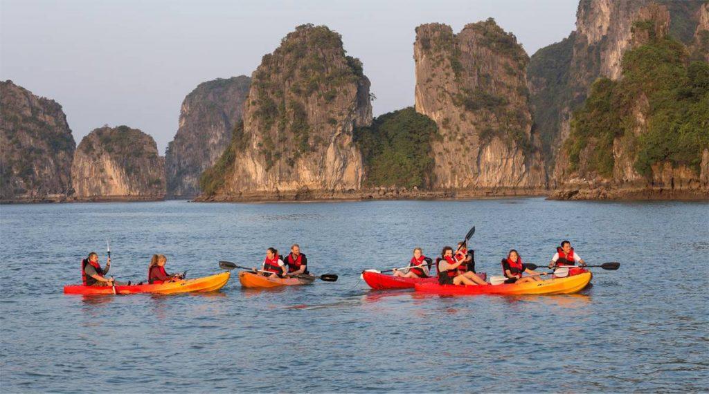 kajakken in Bai Tu Long Bay