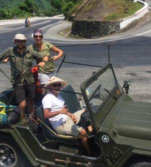 Hai Van Pass militaire jeep
