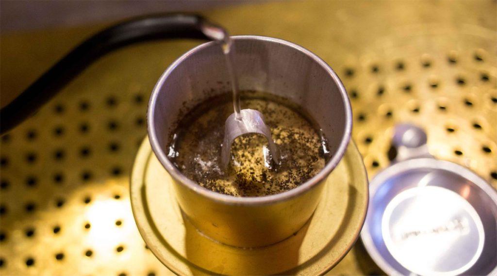 stap 4 Vietnamese koffie maken